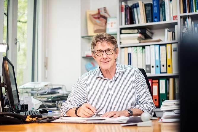 Dr. med Jörg Obwegeser